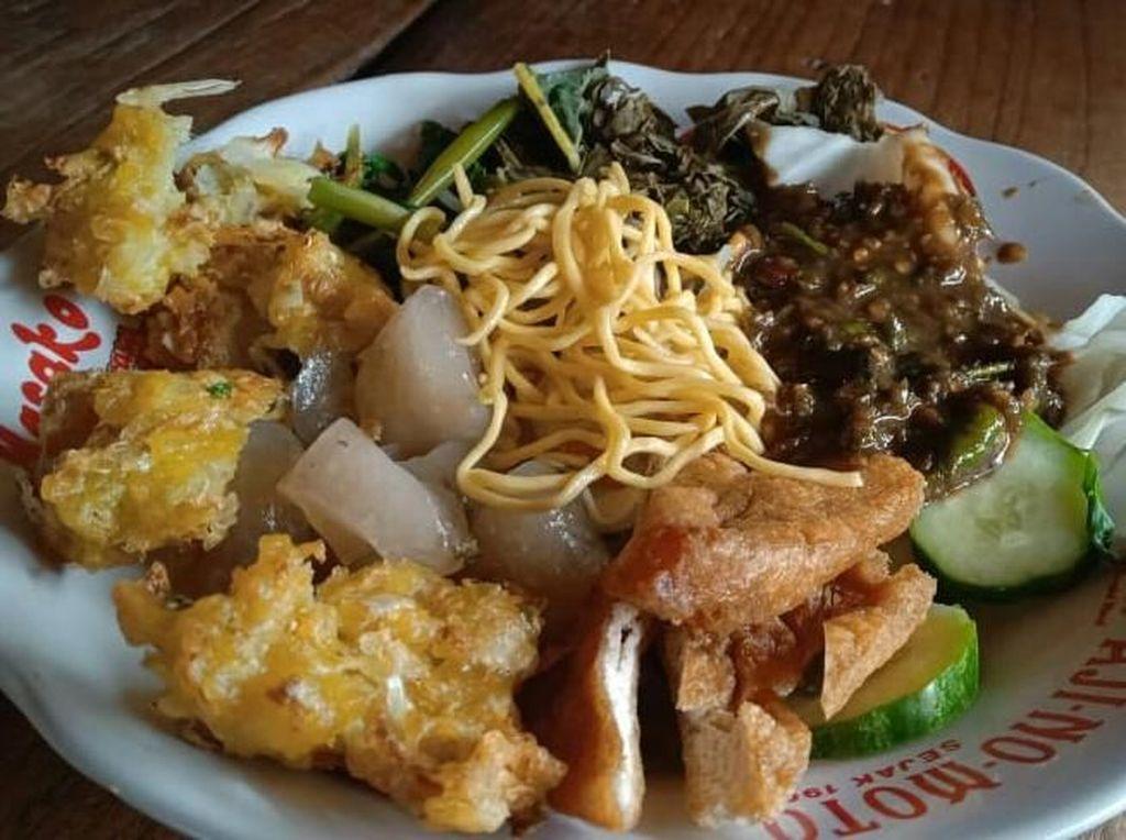 Huaah! Pedas Gurih Rujak Gamel Diracik dengan Terasi Cirebon