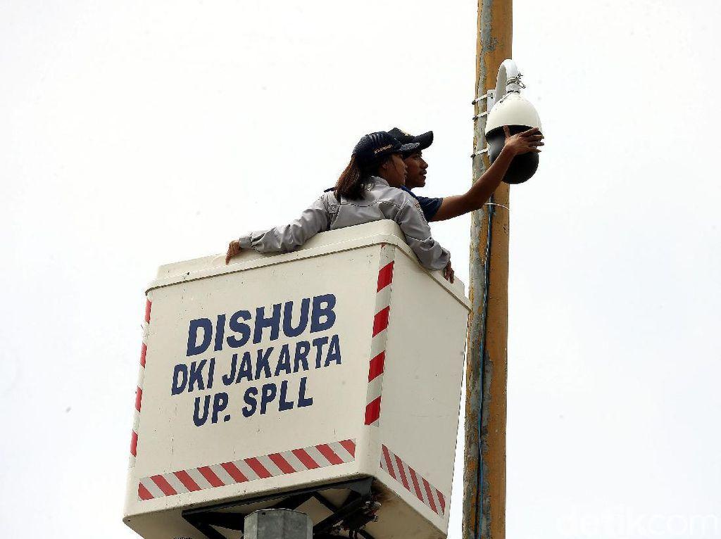 Perbaikan CCTV Pengawas Lalu Lintas