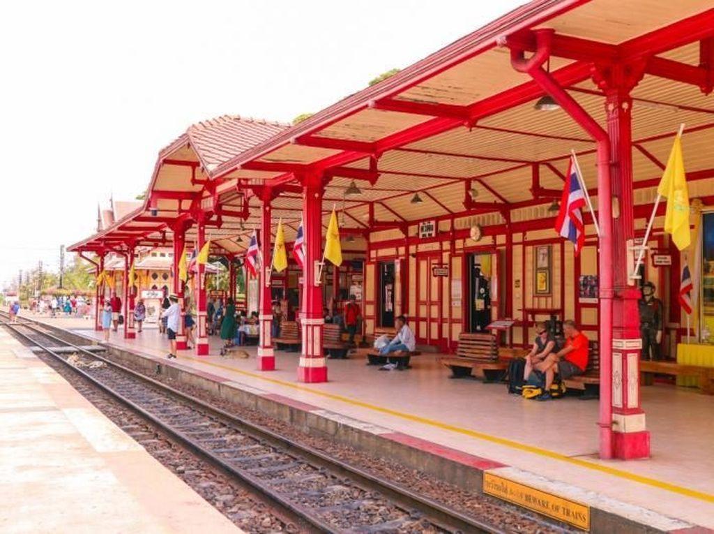 Thailand Punya Stasiun Kereta Api Tua Secakep Ini