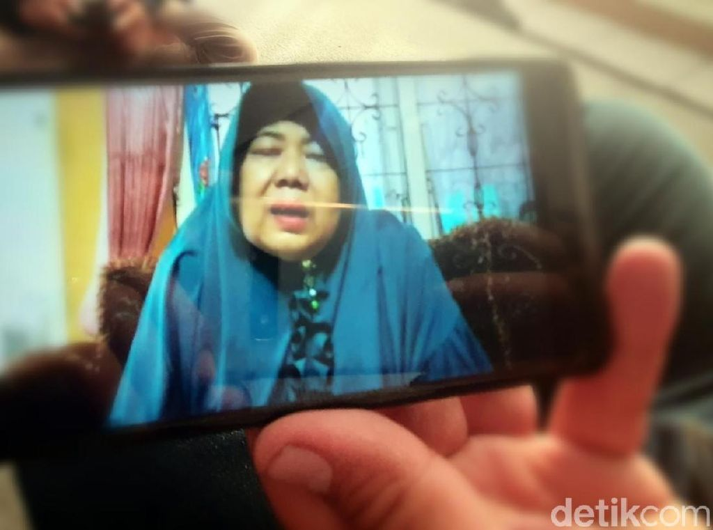 Viral Video Nenek Sukabumi Menangis karena Cucu Idap Hidrosefalus