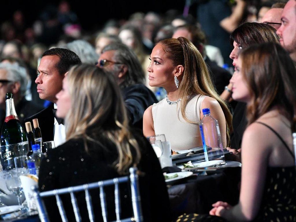 Wajah Cemas dan Tegang Para Nominasi Critics Choice Awards
