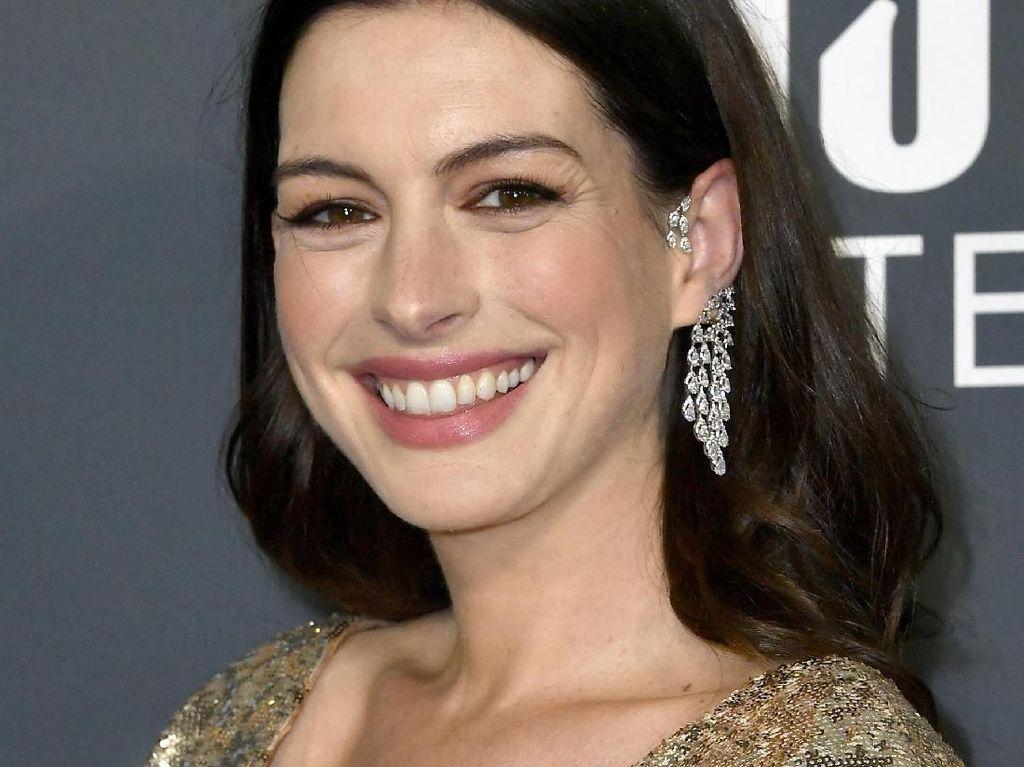 Dibenci Banyak Orang, Anne Hathaway Bicara Cara Atasi Haters