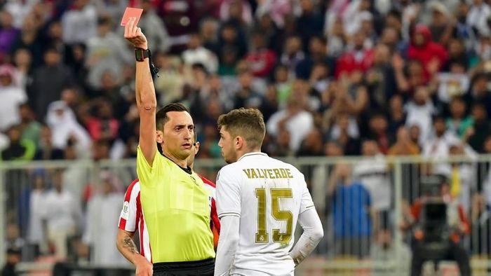 Federico Valverde jadi pahlawan Real Madrid dengan kartu merah yang dia dapat ((Photo by Giuseppe CACACE / AFP)