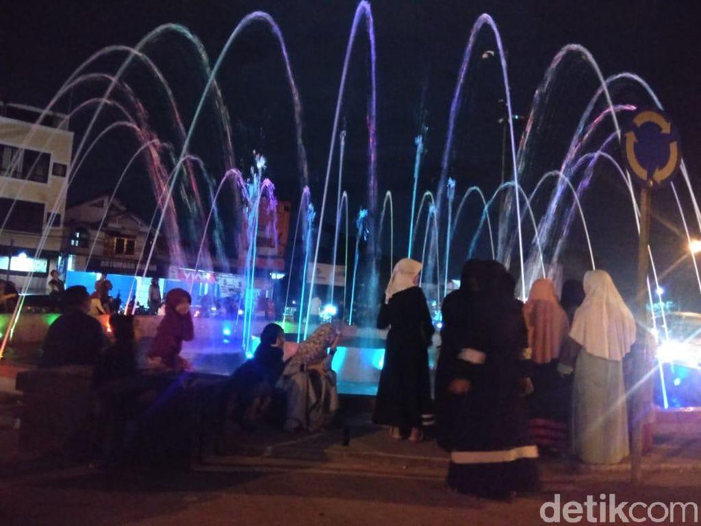 Air Mancur di Bundaran Leuwigajah Cimahi Sebabkan Kemacetan
