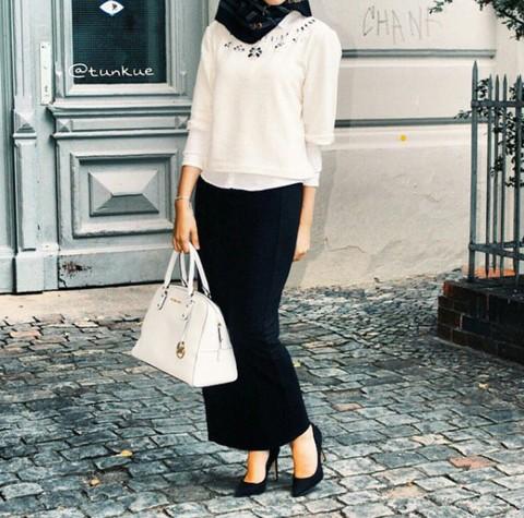 Tampil Percaya Diri Hadapi Interview Dengan Gaya Hijab Black White