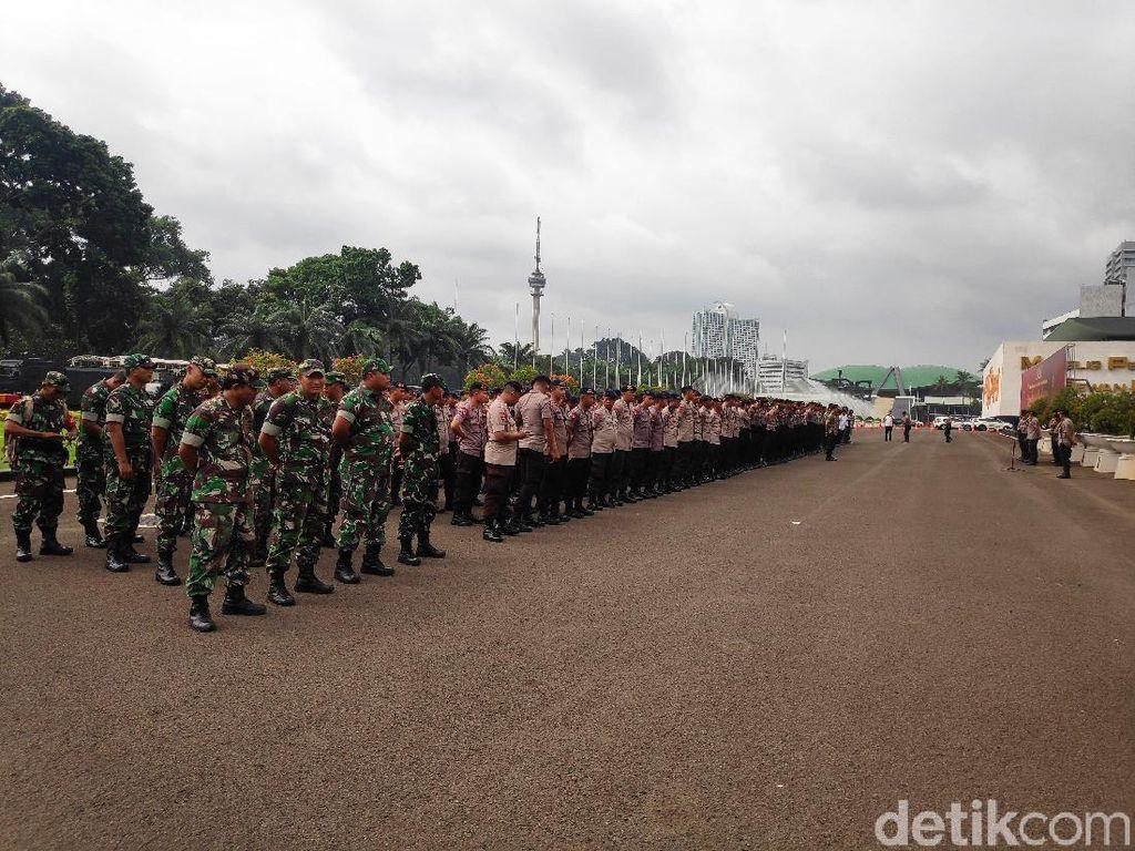Ratusan Personel TNI-Polri Siaga Jelang Demo Buruh Tolak Omnibus Law di DPR