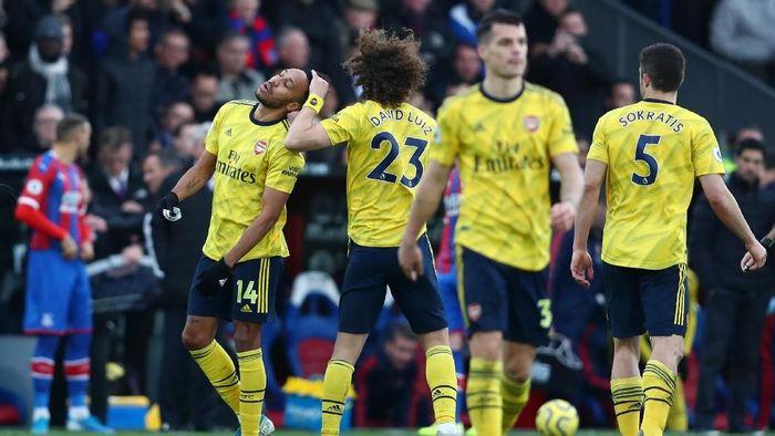 Pierre-Emerick Aubameyang diskors tiga pertandingan karena mendapat kartu merah di laga melawan Crystal Palace (Foto: Dan Istitene/Getty Images)