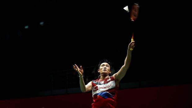 Japan's Kento Momota hits a return shot against China's Huang Yu Xiang during Malaysia Master men's single quarterfinals in Kuala Lumpur, Malaysia, Friday, Jan. 10, 2020.(AP Photo/Vincent Thian)