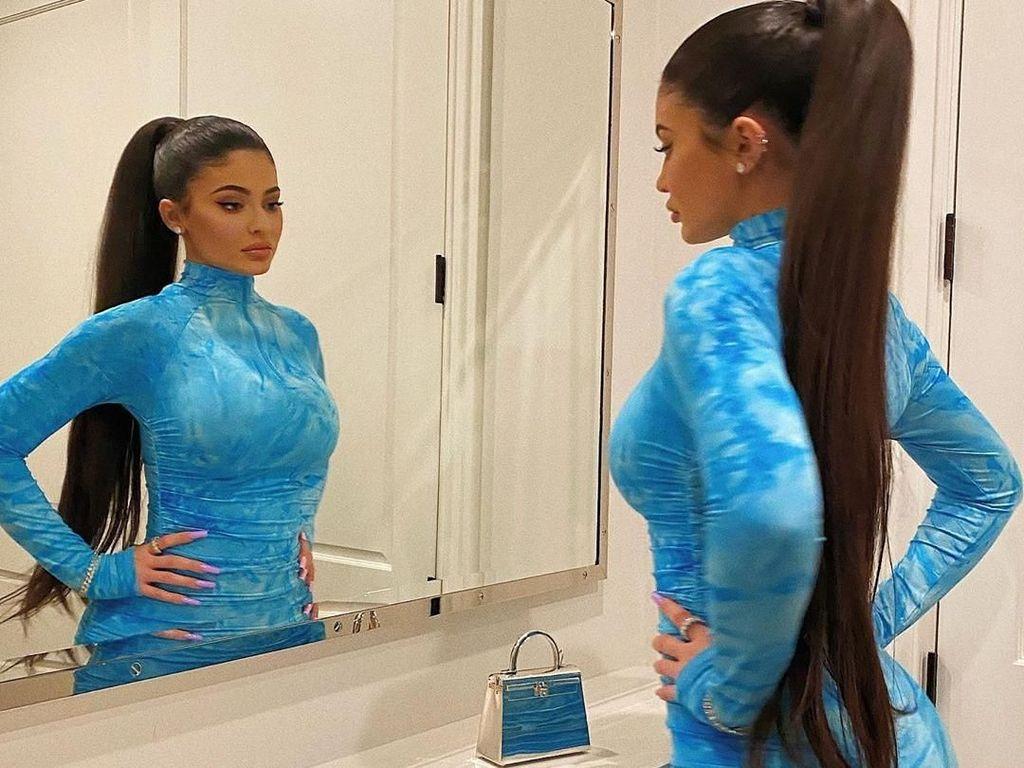 Kylie Jenner Bawa Tas Imut-imut, Ternyata Harganya Capai Rp 2 Miliar
