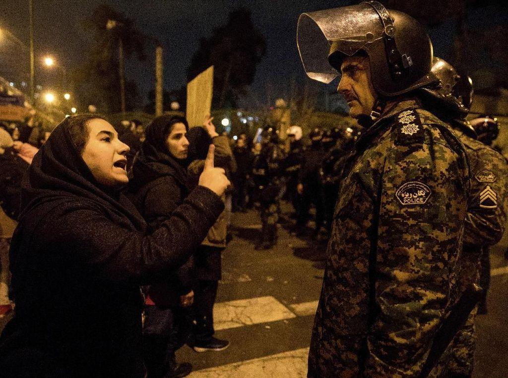 Militer Tembak Pesawat Ukraina, Demonstran Iran Tuntut Para Pemimpin Mundur