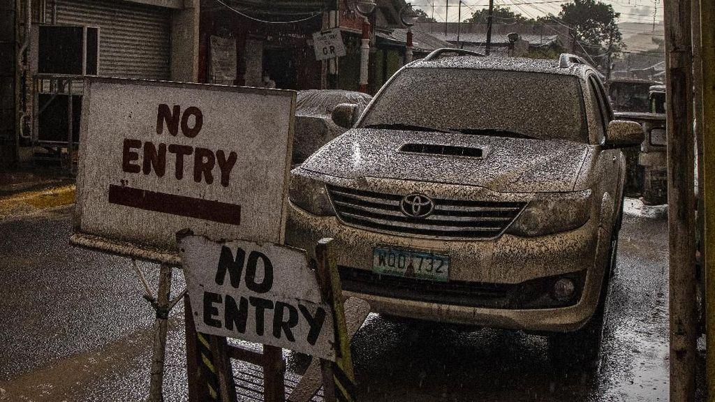 Abu Selimuti Filipina Akibat Aktivitas Taal Volcano
