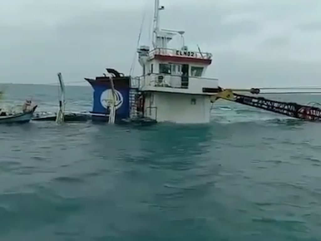 Video: Kapal Kargo Tenggelam di Perairan Bangka Belitung