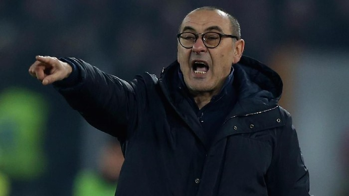 ROME, ITALY - JANUARY 12:  Juventus head coach Maurizio Sarri gestures during the Serie A match between AS Roma and Juventus at Stadio Olimpico on January 12, 2020 in Rome, Italy.  (Photo by Paolo Bruno/Getty Images)