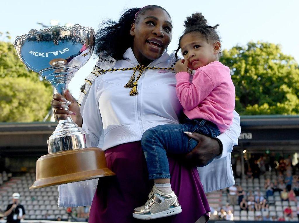 Serena Williams Raih Trofi WTA Selama Empat Dekade Beruntun