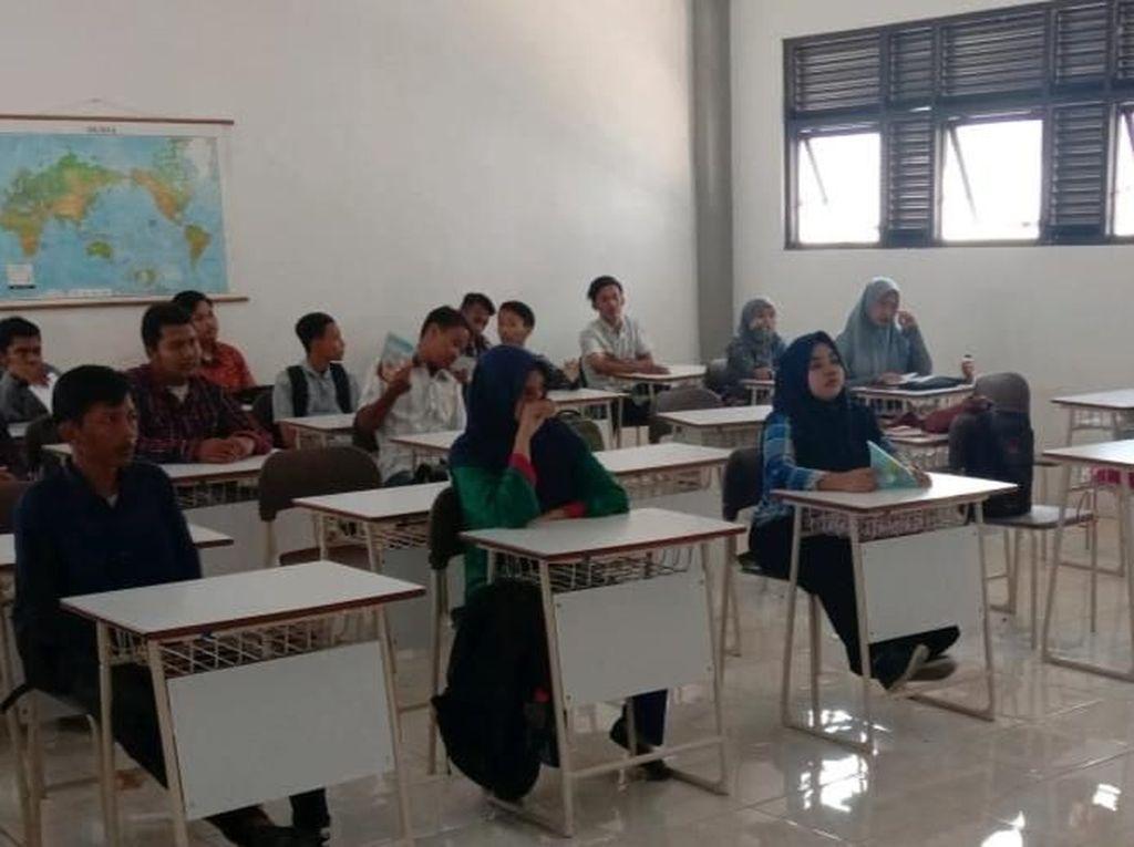 Masih Ada Anak di Surabaya Tak Mampu Sekolah SMA, Ini Solusi Pemkot
