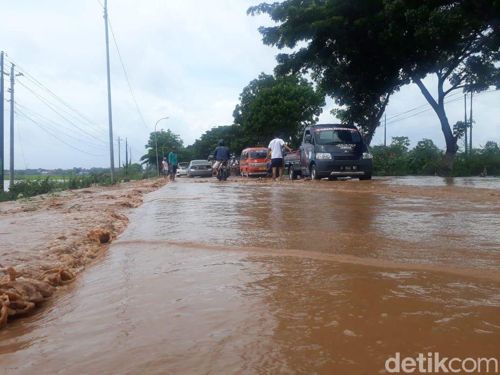 Waspada! Banjir Genangi Jalur Pantura Pati, Arus Lalin Dialihkan