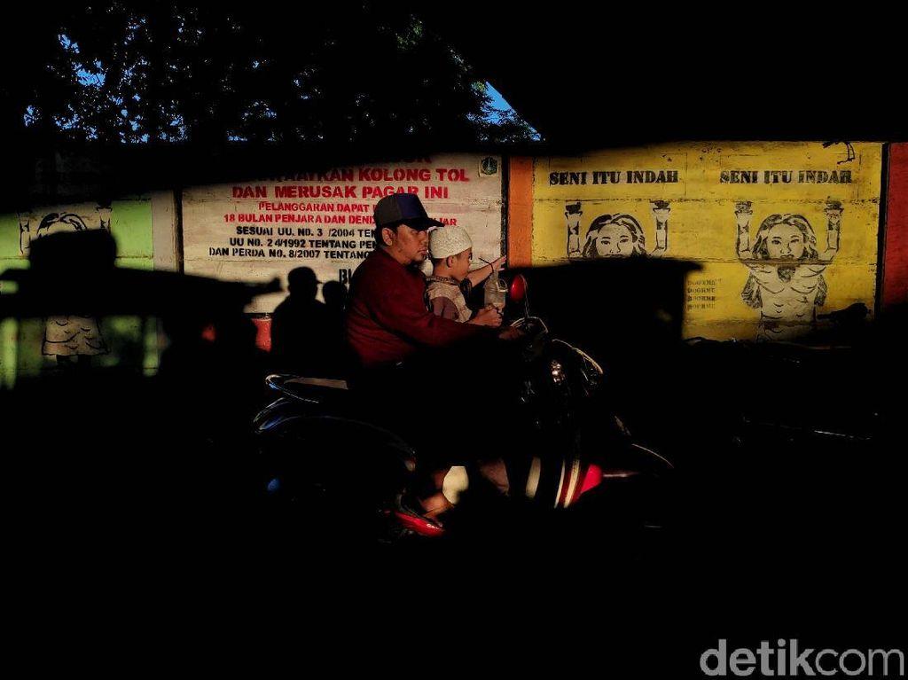 Mengintip Keindahan Jakarta Bermandi Cahaya di Musim Hujan