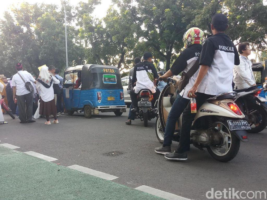 Massa Pro-Anies Baswedan Bubarkan Diri dari Balai Kota DKI