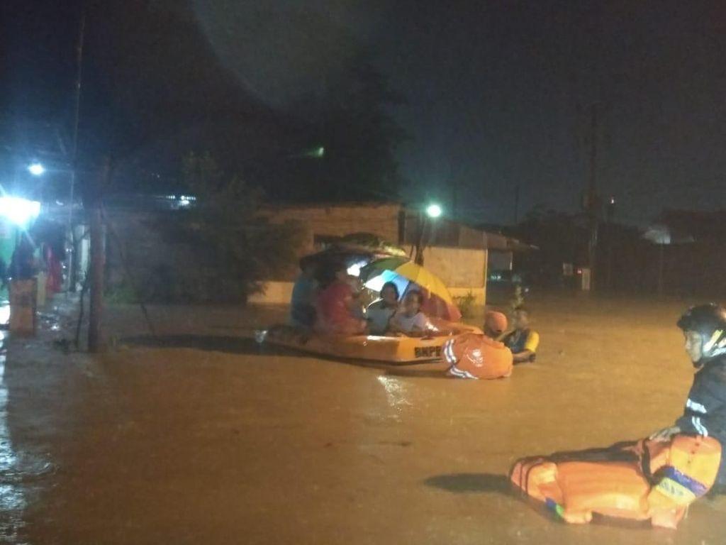 Banjir Setinggi 1,5 Meter Rendam Ratusan Rumah di Cirebon