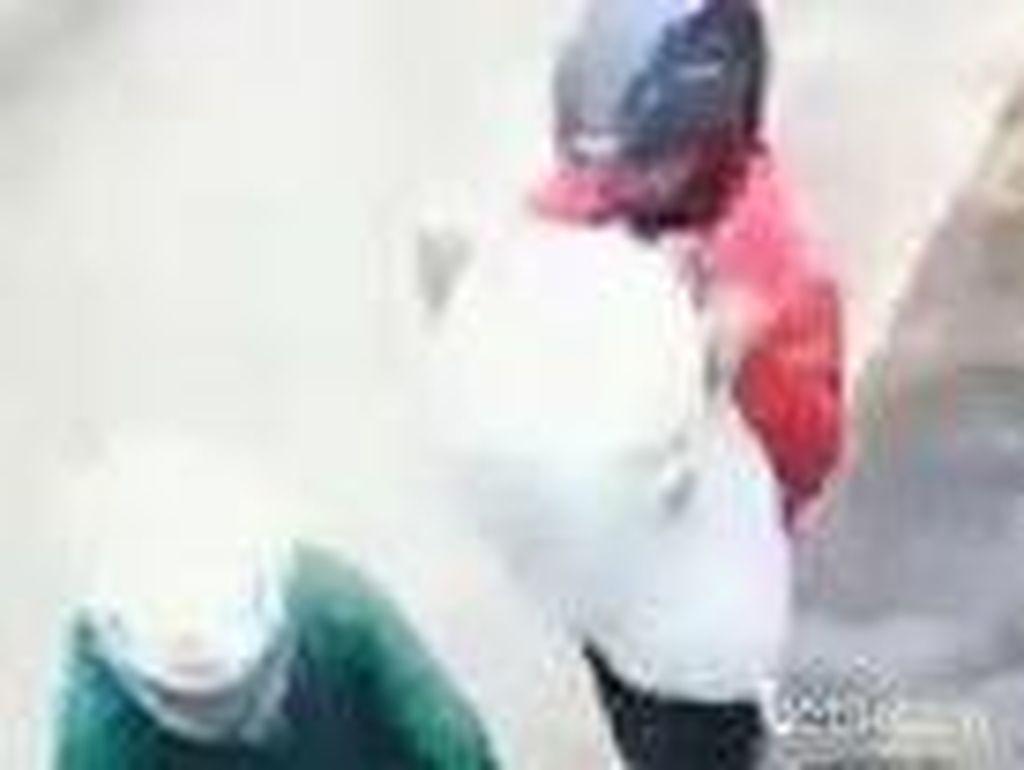 Terekam CCTV, Kambing Dimaling Saat Dijemur di Pinggir Jalan