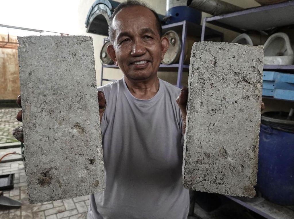 Unik! Dosen di Banyumas Olah Batu Bata dari Sampah Organik