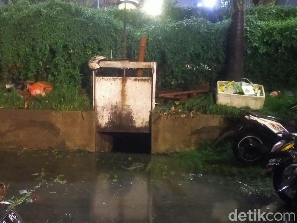 Ini Penyebab Genangan Air Rendam Puluhan Motor di Darmo Park Surabaya