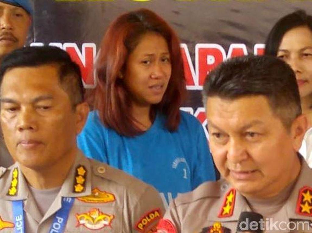 Ekspresi Ratu Keraton Agung Sejagat Saat Berbaju Tahanan