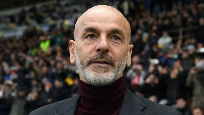 PARMA, ITALY - DECEMBER 01:  Stefano Pioli head coach of AC Milan  looks on during the Serie A match between Parma Calcio and AC Milan at Stadio Ennio Tardini on December 1, 2019 in Parma, Italy.  (Photo by Alessandro Sabattini/Getty Images)
