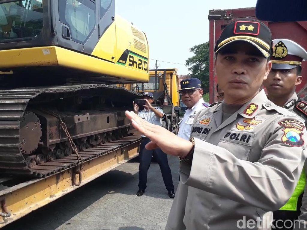 Puluhan Kendaraan Ditilang di Pasuruan, Termasuk Truk Angkut Ekskavator