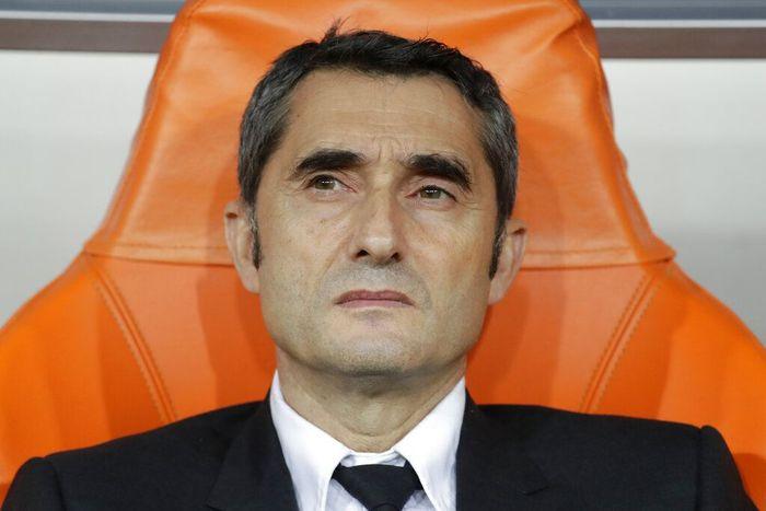 Eks pelatih Barcelona Ernesto Valverde diklaim tidak terkejut dengan pemecatannya. Foto: Hassan Ammar / AP Photo