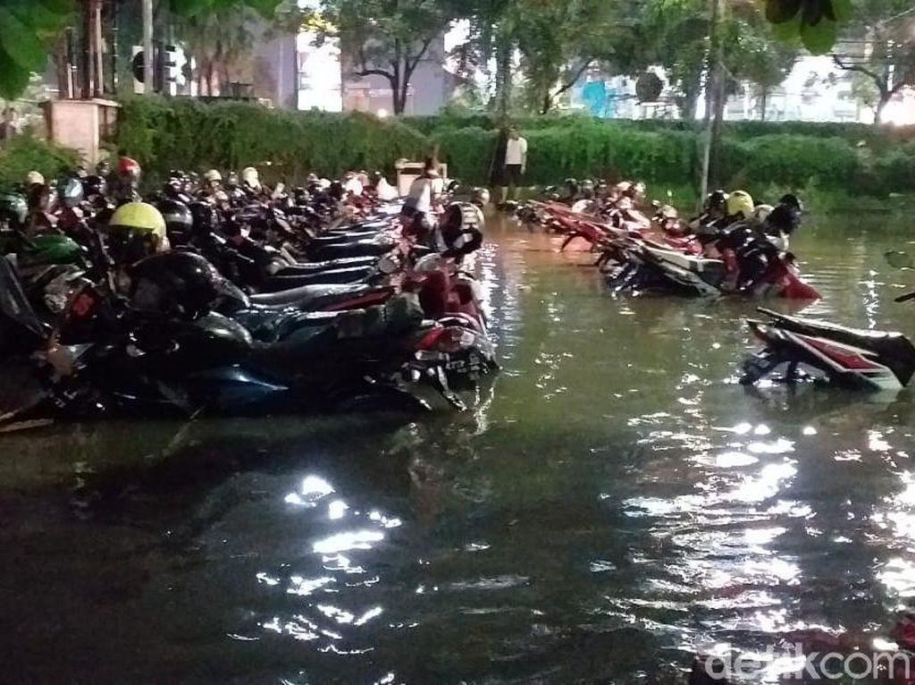 BMKG Sebut Banjir di Surabaya Gara-gara Eddy