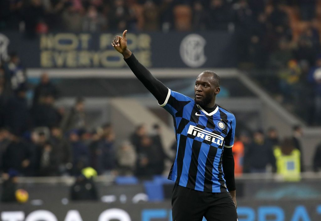 Inter Milan's Romelu Lukaku waves to supporters at the end of the an Italian Cup soccer match between Inter Milan and Cagliari at the San Siro stadium, in Milan, Italy, Tuesday, Jan. 14, 2020. (AP Photo/Antonio Calanni)