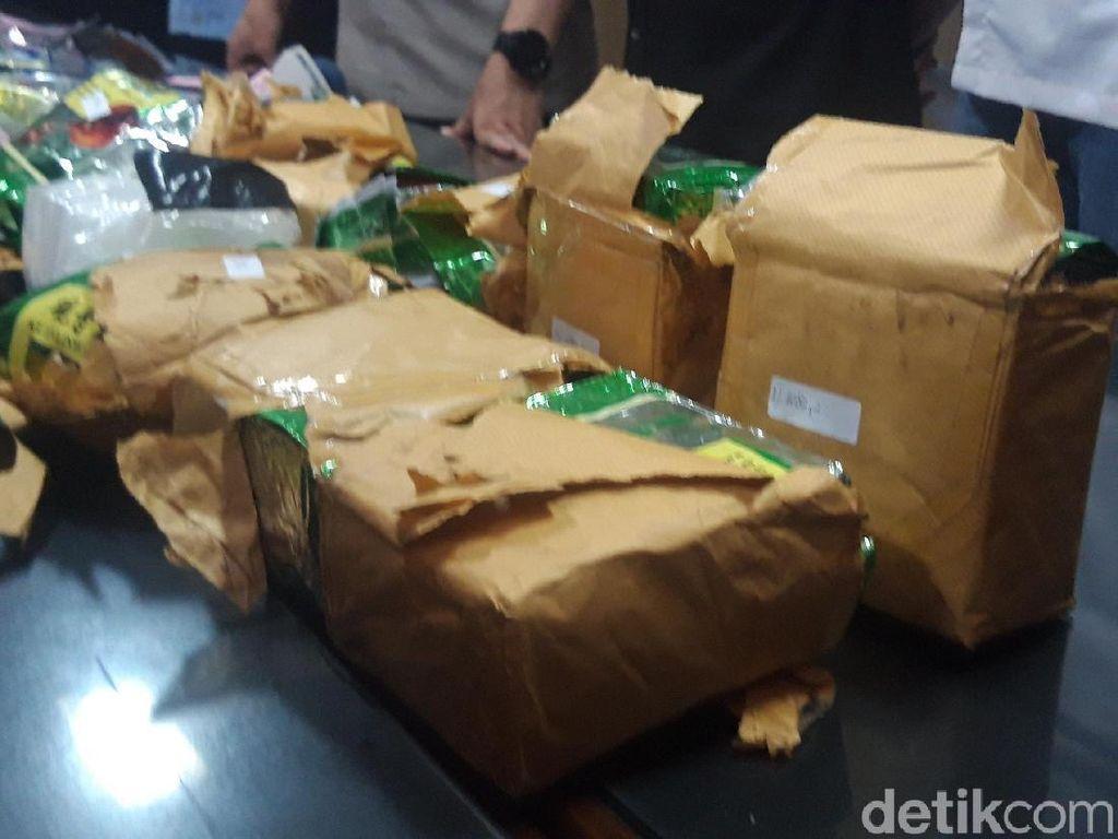 Polisi Jatim Amankan 10,8 Kg Sabu yang Dibungkus Teh Cina