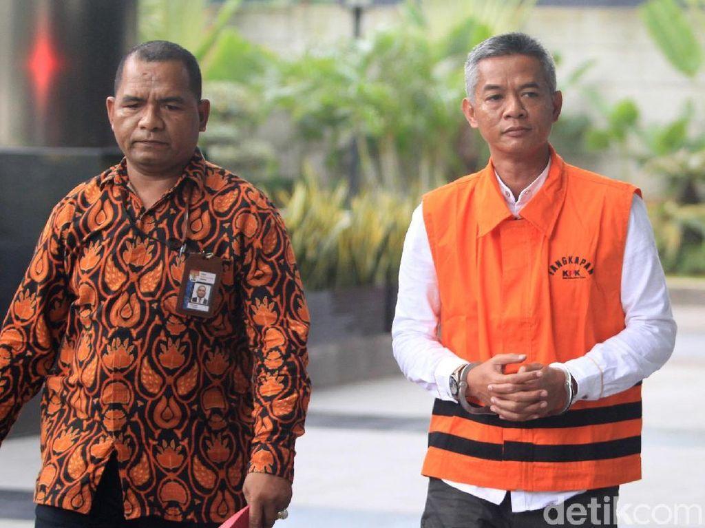 Diperiksa Perdana, Wahyu Setiawan Pakai Rompi Tangkapan KPK
