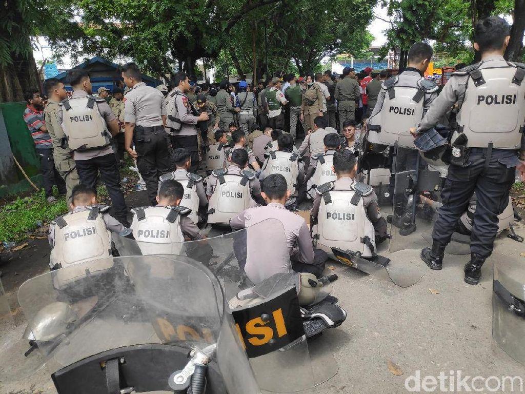 Polisi Tangkap Pembawa 4 Bom Molotov di Ricuh Stadion Mattoanging