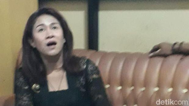 Tangis Fanni, 'Ratu' Keraton Agung Sejagat Saat di Kantor Polisi