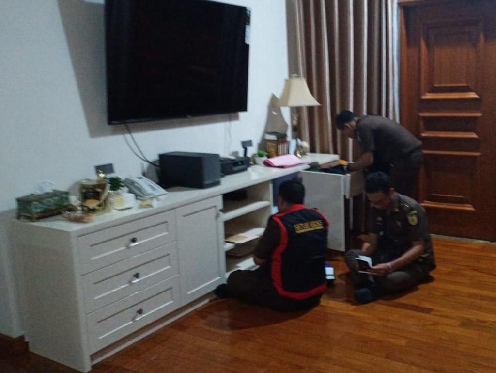Begini Suasana Penggeledahan Rumah Eks Dirkeu Jiwasraya Hary Prasetyo