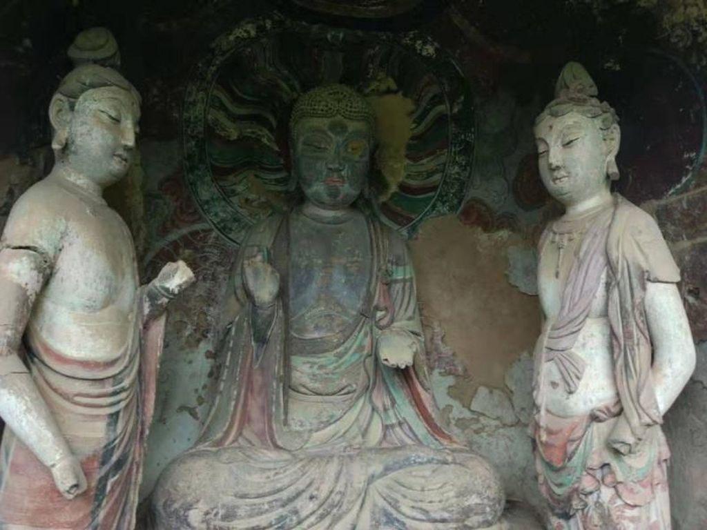 Foto: Pahatan Patung Buddha Raksasa Sembunyi di Gua & Tebing
