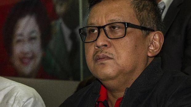 Sekjen PDIP Hasto Kristiyanto saat menyampaikan keterangan pers di kantor DPP PDIP, Jakarta, Rabu (15/1/2020). DPP PDIP membentuk tim hukum untuk merespons kasus dugaan suap yang menyeret Komisioner KPU Wahyu Setiawan dan politikus PDIP Harun Masiku. ANTARA FOTO/Dhemas Reviyanto/foc.