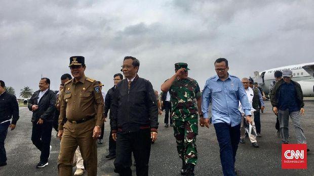 Menko Polhukam Mahfud MD, dan Menteri KKP Edhy Prabowo mengunjungi Natuna.