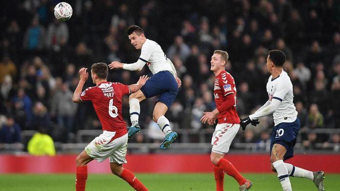 Pertandingan replay Tottenham vs Middlesbrough di Piala FA (Foto: Mike Hewitt/Getty Images)