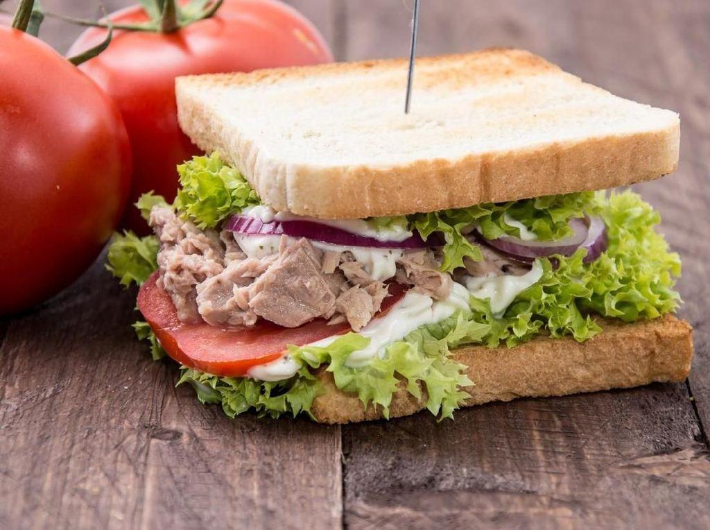 Petinggi Bank dengan Gaji Rp 17,8 M Ini Diskors karena Curi Sandwich