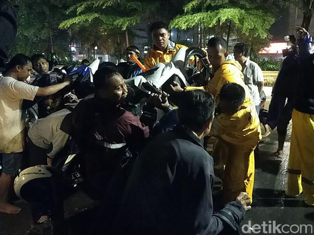 32 Titik di Surabaya Kebanjiran akibat Hujan, Namun 2 Jam Air Sudah Surut