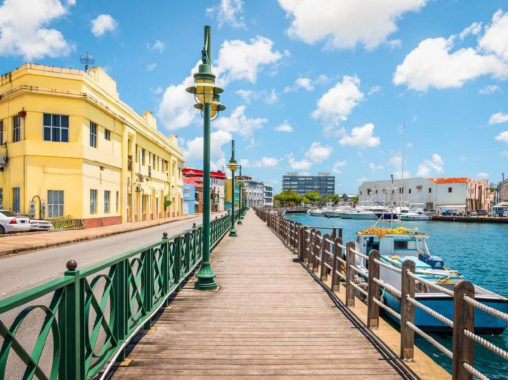 Turis ke Barbados Wajib Pakai Gelang Pelacak