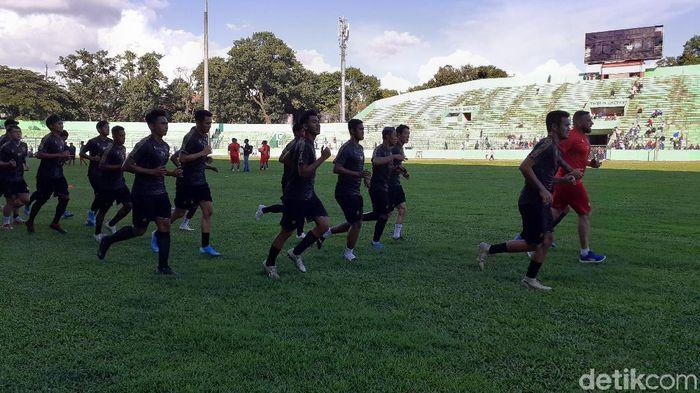 Arema FC menjalani latihan di stadion Gajayana, Malang. (Foto: Muhammad Aminudin/detikcom)