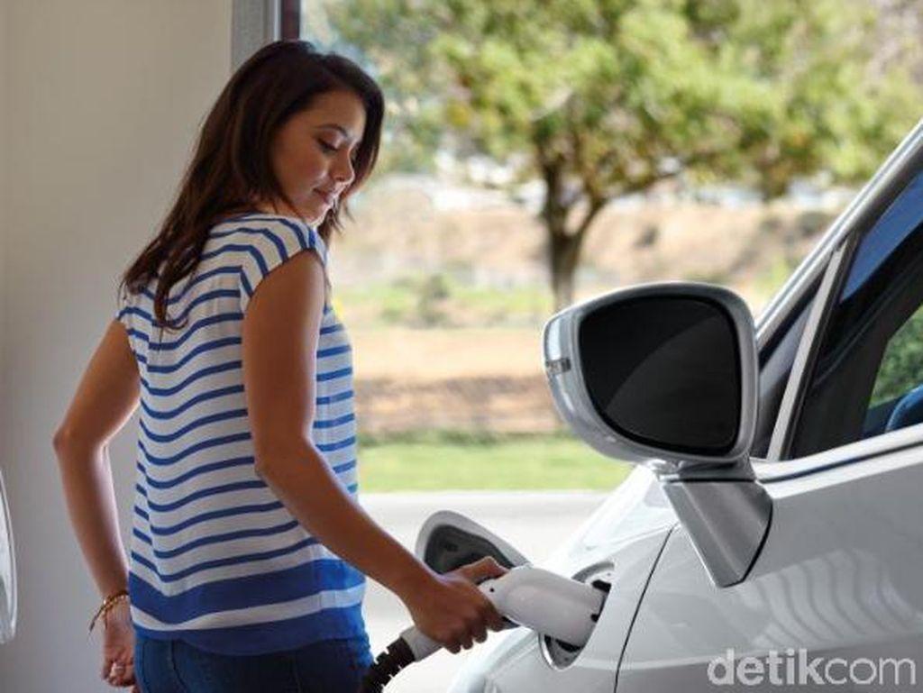 Kado Spesial Kendaraan Listrik, Bebas Ganjil-Genap dan Gratis BBN-KB