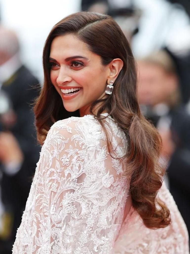 Standar kecantikan wanita India saat ini banyak terpengaruh dari budaya Barat, khususnya Amerika Serikat. Tidak sedikit yang menginginkan kulit mereka lebih cerah. Untuk rambut, mereka menyukai rambut panjang, tebal dan berkilau. Foto: Andreas Rentz/Getty Images