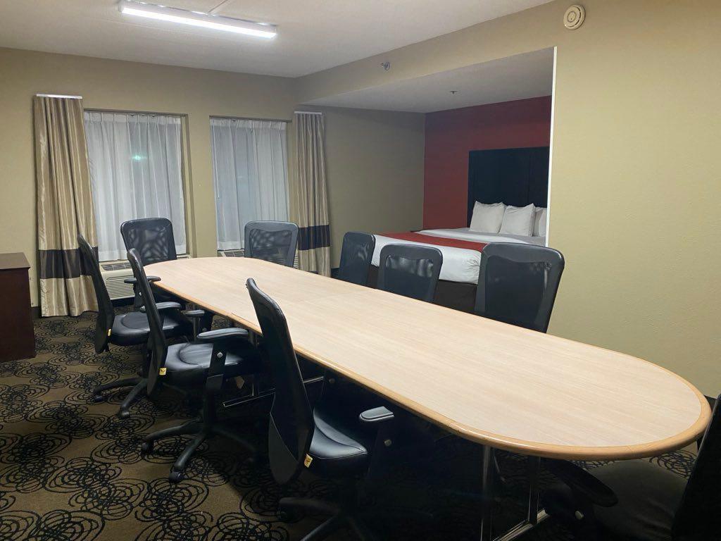 Viral di Twitter, Ini Kamar Hotel atau Ruang Rapat?