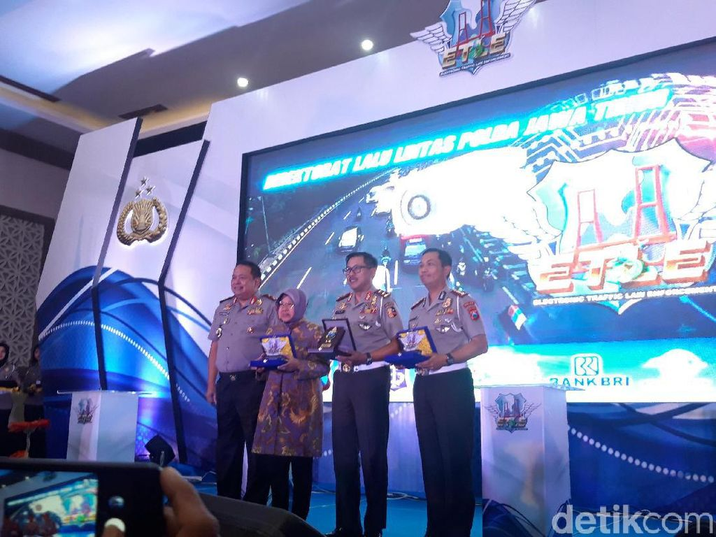 E-Tilang Resmi Diterapkan Mulai Hari Ini di Surabaya