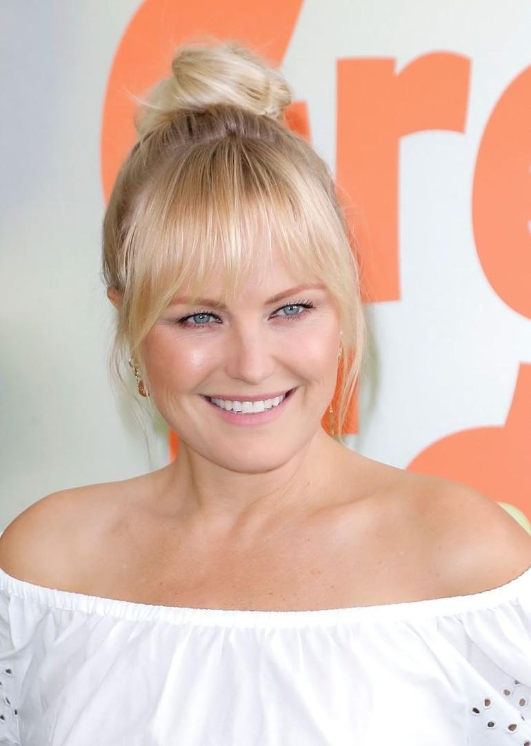 Wanita Swedia fokus pada tatanan rambut yang tersisir rapi tapi tetap terlihat alami. Mereka juga mengutamakan kulit yang tampak berkilau dan bulu mata panjang serta lentik. Makeup biasanya hanya digunakan untuk memberi sedikit rona segar pada wajah. Foto: Tibrina Hobson/Getty Images